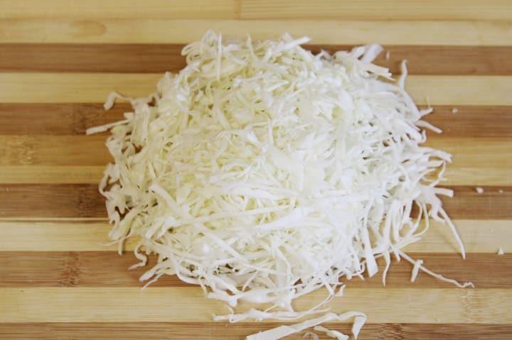 Нарежем капусту мелко