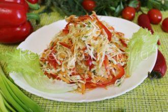 Салат витаминный из капусты моркови и перца с уксусом