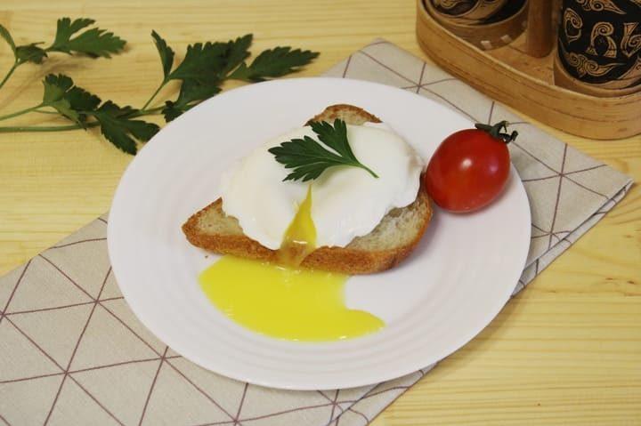Как сварить яйцо пашот в кастрюле в домашних условиях