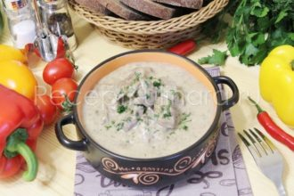 Куриная печень в сметане с луком жареная на сковороде мягкая и вкусная