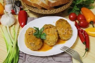 Ленивые голубцы с капустой рисом и фаршем с томатно-сметанной подливкой на сковороде