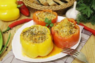 Перцы фаршированные фаршем и рисом с томатной пастой в кастрюле