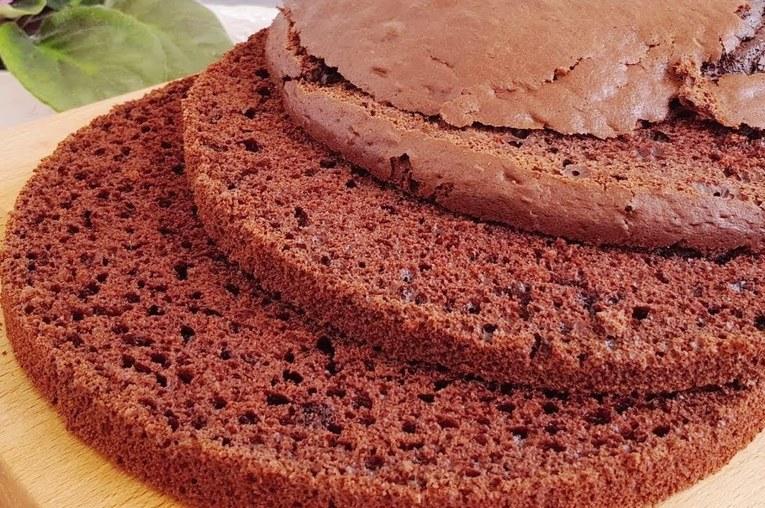 Бисквит для торта на кефире с какао