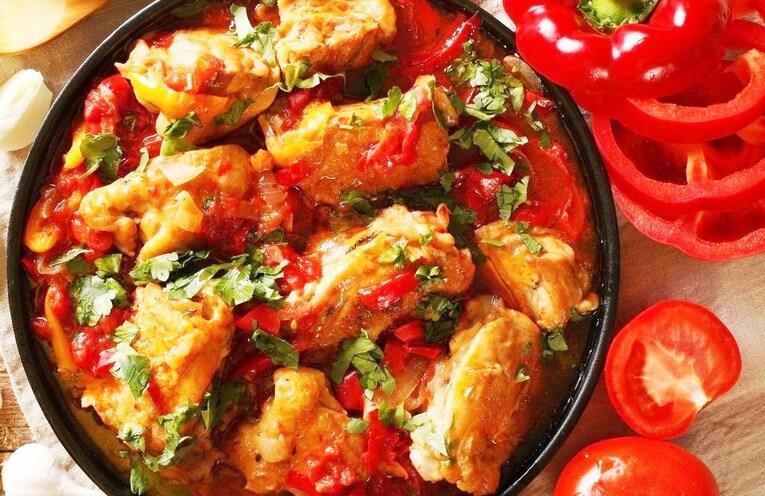 Чахохбили из курицы с маринованными томатами