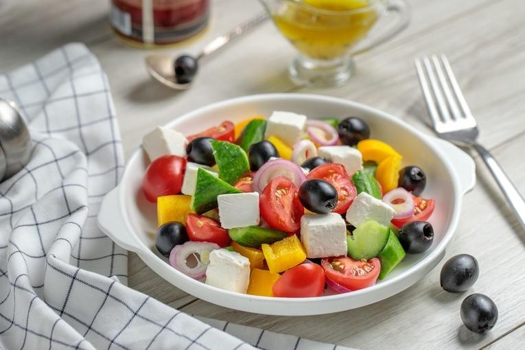Греческий салат с дыней
