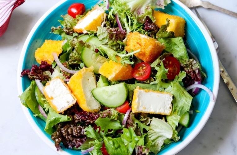 Греческий салат с жареной фетой
