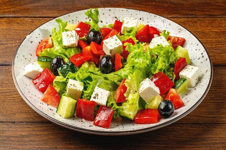 Обычный греческий салат