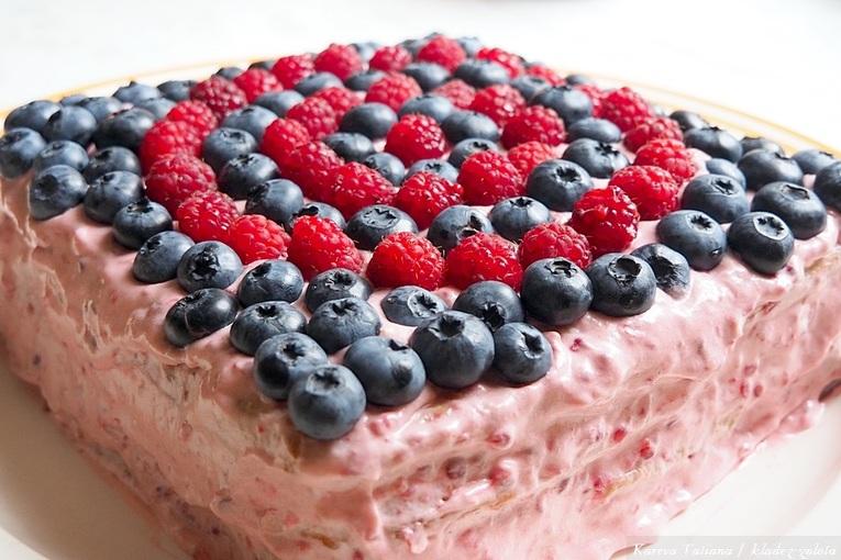 Праздничный ягодный торт