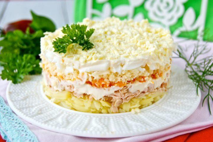 Салат «Мимоза» классический с рыбными консервами
