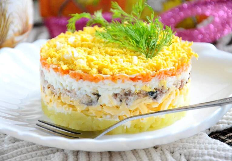 Салат Мимоза с рыбными консервами классический