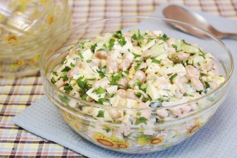 Салат с добавлением фасоли и яблока