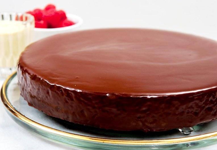 Шоколадная глазурь для торта «Ромовая»