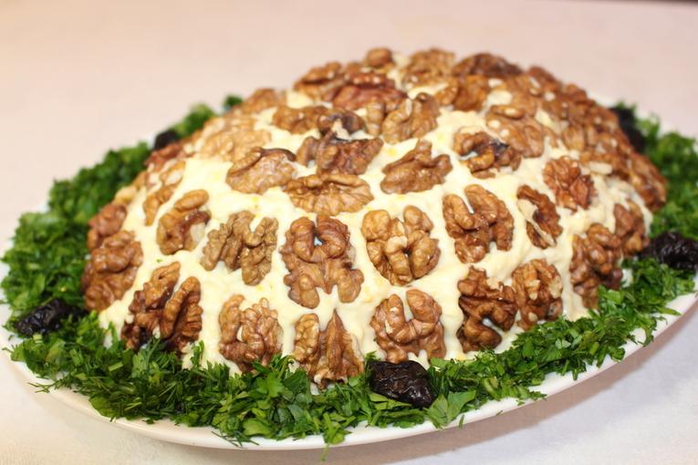 Слоёный салат «Вкусняшка»