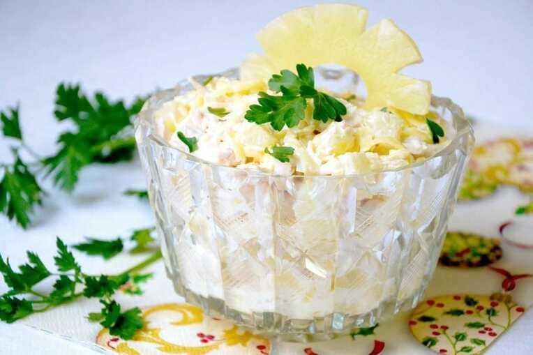 Хрустящий салат «Курица в ананасах»