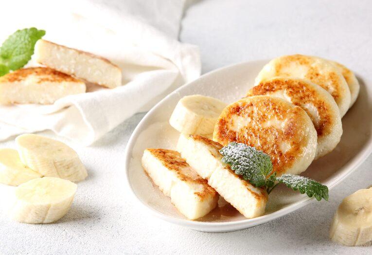 Сырники с банановым пюре и кокосовой мукой без сахара