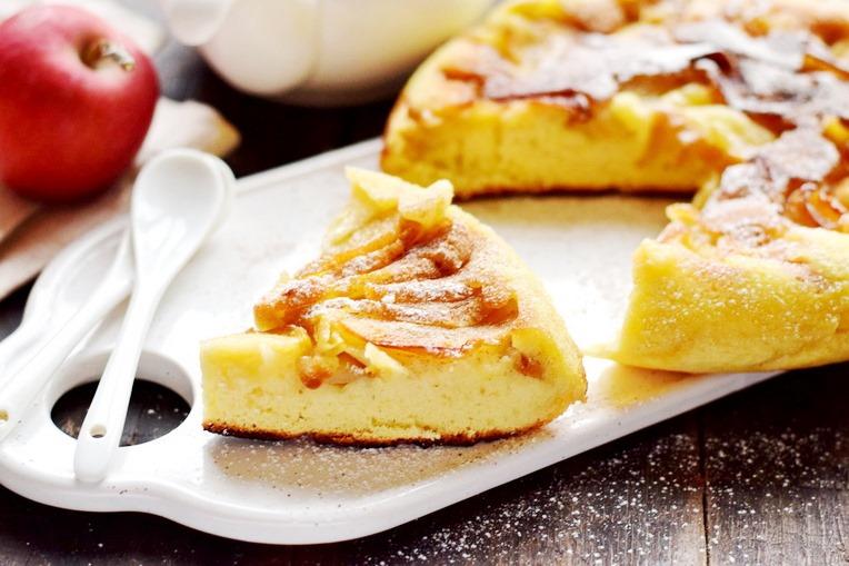 Яблочная шарлотка на сковороде