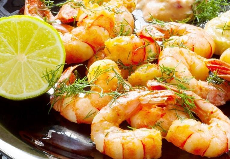 Жаренные королевские креветки с чесноком и лимоном